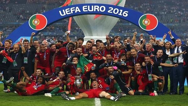 بالفيديو.. لحظة تتويج البرتغال باللقب الأوروبي 131