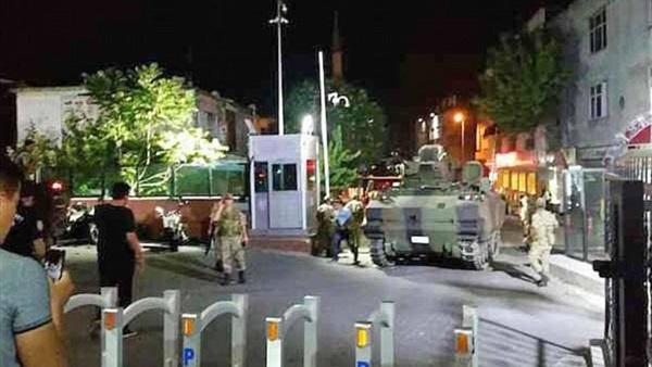 بالفيديو.. الجيش التركي يتصدى بالذخيرة لمحاولات كسر حظر التجول 584
