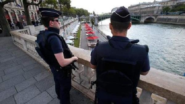 الشرطة الفرنسية تحبط هجومًا إرهابيًا في قلب باريس 478