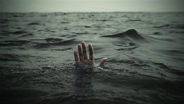 """بنزرت: انتشال جثة شاب قفز من """"السنبل الصخري"""" لشاطئ الميناء بغار الملح"""