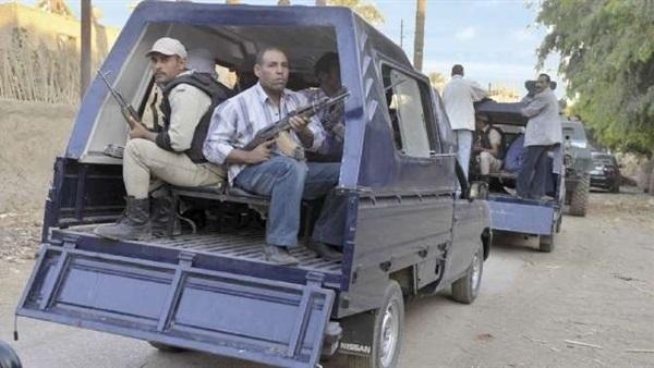 """قوات الأمن تداهم مصنع """"ملابس عسكرية"""" في القليوبية 212"""