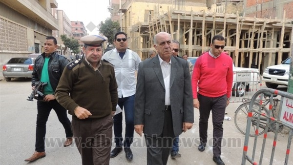 مدير أمن المنيا يتفقد قوات تأمين المساجد والكنائس في جولة مفاجئة