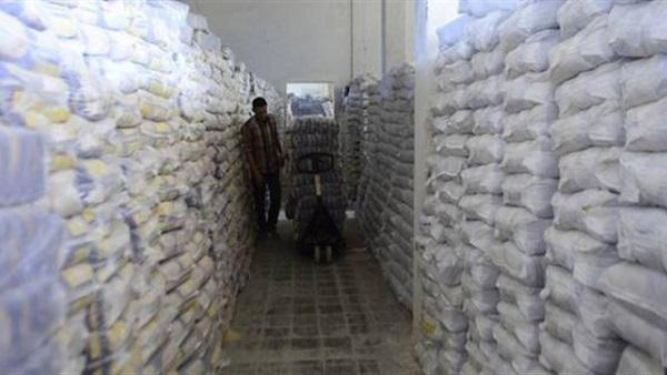 ضبط 22 طن أرز و3900 عبوة زيت طعام تم حجبها بالبحيرة