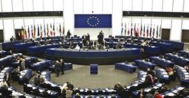 الاتحاد الأوروبي محذرًا: سندرس معاقبة الدول التي ترفض استقبال لاجئين