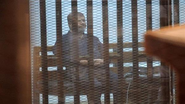 """تأجيل محاكمة مرسي وآخرين في """"اقتحام السجون"""" لـ17 مايو"""