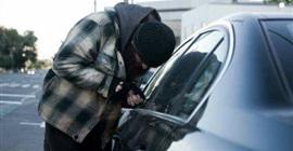 النيابة تستعجل تحريات سرقة سيارة قنصل سفارة عربية بالشيخ زويد