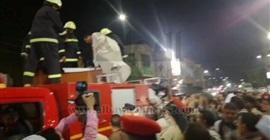 بالفيديو.. شقيق أحد شهداء الواحات يتسلق سيارة الإسعاف لإلقاء نظرة الوداع