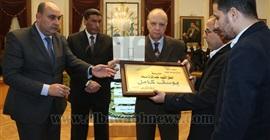 بالصور.. محافظ القاهرة يكرم 22 أسرة من شهداء الجيش والشرطة