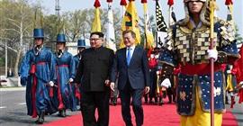 بدء اللقاء التاريخي بين الزعيمين الكوريين في المنطقة الحدودية