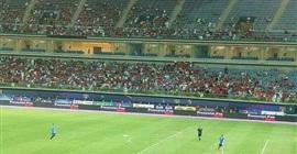 """بالصور.. الجماهير تتوافد على ملعب """"الأحمد"""" لحضور ودية المنتخب"""
