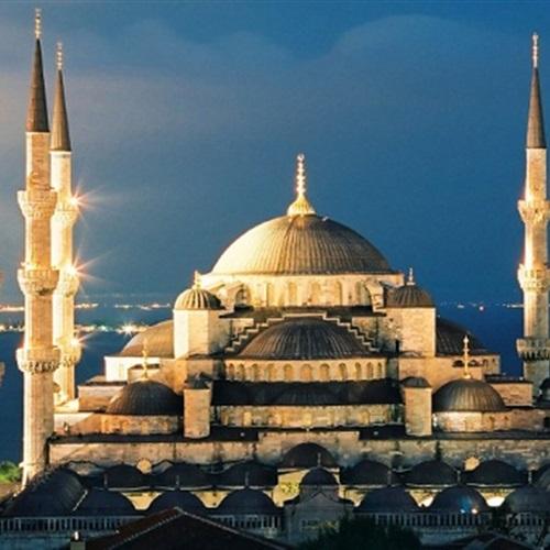 المسلمون يبتهلون لإعادة صرح آيا صوفيا في تركيا إلى مسجد