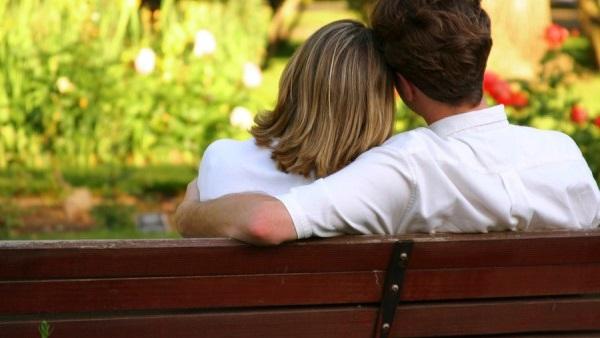 10 صفات رائعة في المرأة يحبها الرجل في المرأة المستقلة المبدعة 10