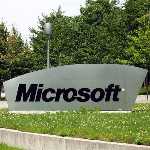 مايكروسوفت تطور جوالا مخصصا لالتقاط صور سيلفي
