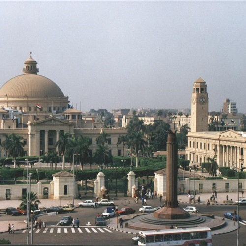 الاشتباه بسيارة أمام جامعة القاهرة والمفرقعات تثبت خلوها من المتفجرات