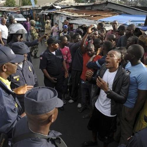 : لوموند: ليبيريا لا تكافح ضد الإيبولا فقط.. ولكن الجوع أيضًا