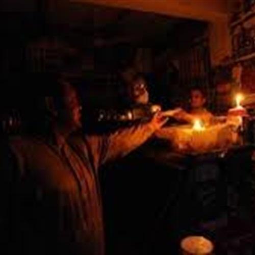 : أزمة انقطاع الكهرباء تدفع المطربين للغناء