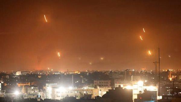 الدفاعات السورية تتصدى لهجوم جوي في سماء دمشق