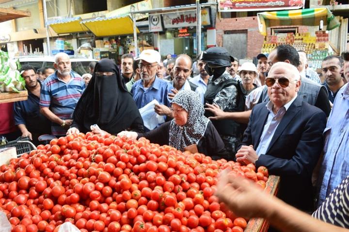بالصور..محافظ بورسعيد يأمر بسرعة البدء في إعادة تنظيم سوق البلدية