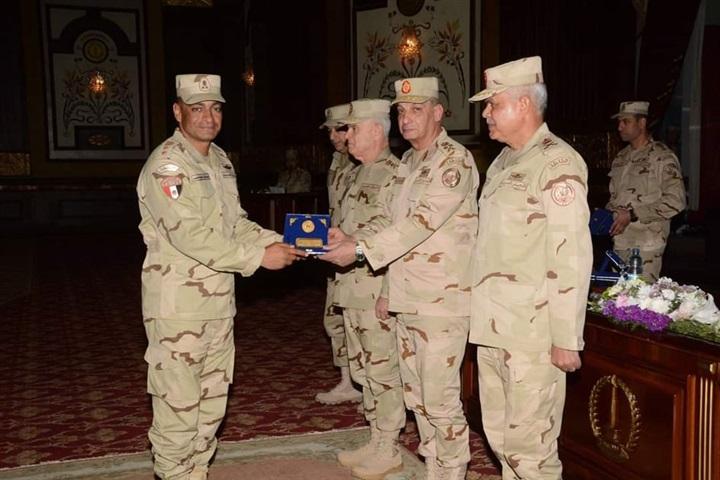 وزير الدفاع لرجال الجيش الثاني: المقاتل المصري يخوض أنبل معارك الشرف والفداء