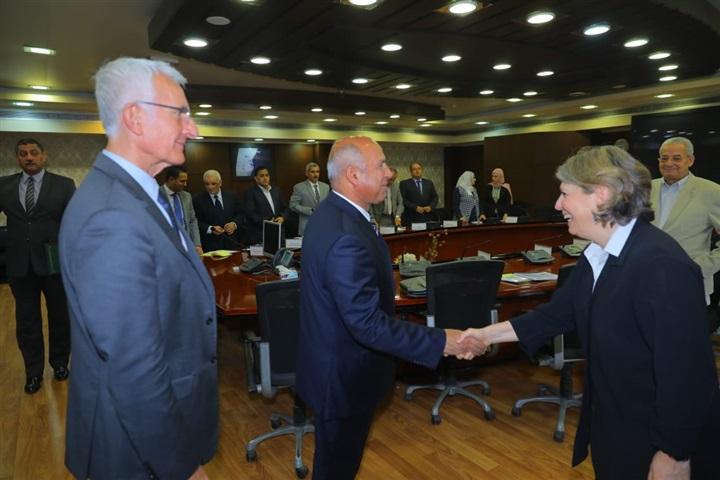 كامل الوزير يلتقي رئيس «SNCF» والسفير الإسباني لبحث منظومة الأمان بالسكة الحديد