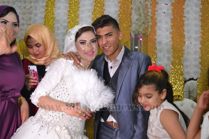 """بالفيديو.. عروس المنوفية تودع ذويها بـ""""الأحضان والقبلات"""" قبل أن يقتلها زوجها"""