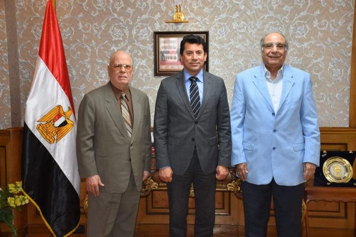 بالصور.. وزير الرياضة يبحث تطوير إذاعة شباب مصر
