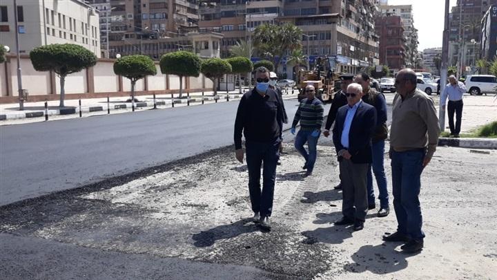 """بالصور.. محافظ بورسعيد يتفقد أعمال تطوير شارع """"عاطف السادات"""""""