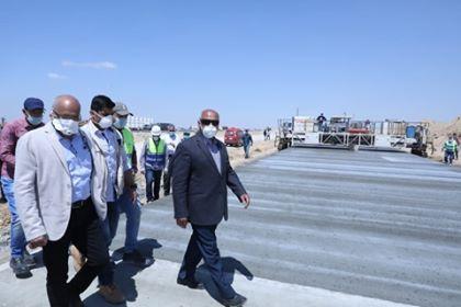"""وزير النقل يتفقد أعمال تطوير طريق """"القاهرة - أسوان"""" الصحراوي الغربي"""