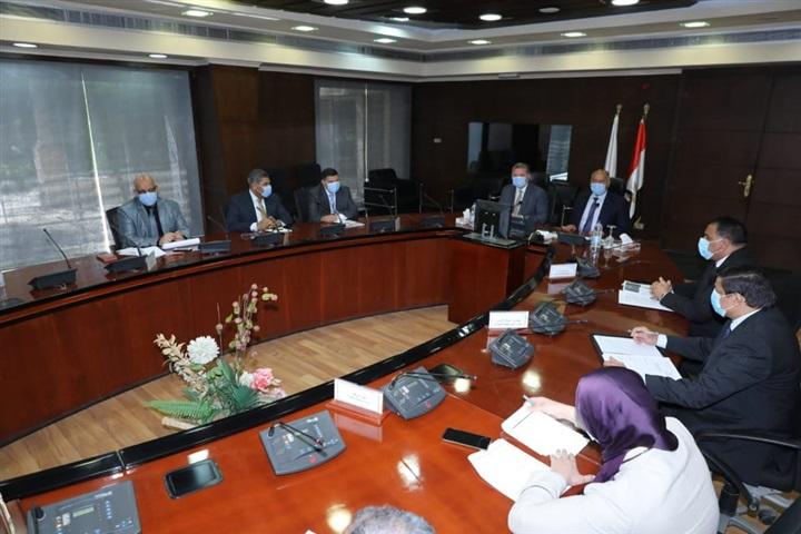 وزيرا النقل وقطاع الأعمال يبحثان إنشاء شركة لنقل البضائع بالسكك الحديدية