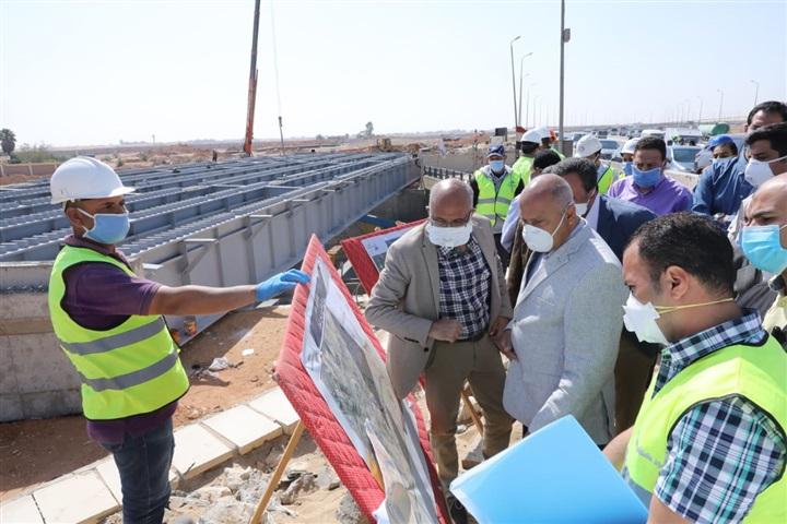 كامل الوزير يتفقد إجراءات حماية العمال بمشروع تطوير الطريق الدائري