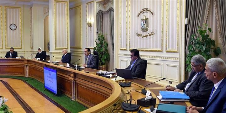 رئيس الوزراء يتابع موقف توافر المستلزمات الطبية وجهود مواجهة كورونا