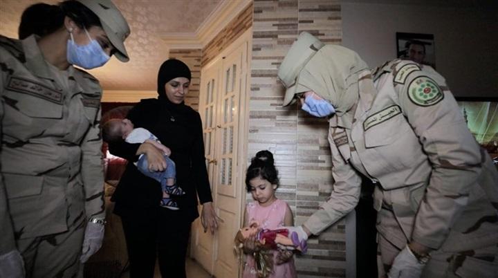 السيسي يقدم هدايا عينية ومادية لأبناء وأسر الشهداء والمصابين بمناسبة حلول عيد الفطر المبارك