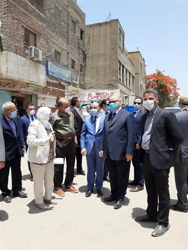وزير التنمية المحلية ومحافظ القاهرة يتفقدان أعمال إزالة الإشغالات بمحيط مستشفى 57357