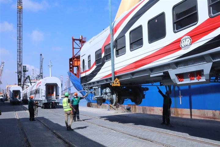 وصول أول دفعة من عربات قطارات السكة الحديد لميناء الإسكندرية