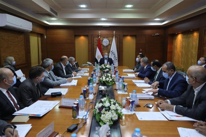 وزير النقل يترأس أعمال الجمعية العامة لشركة صيانة خطوط السكك الحديدية (اجيفراي)