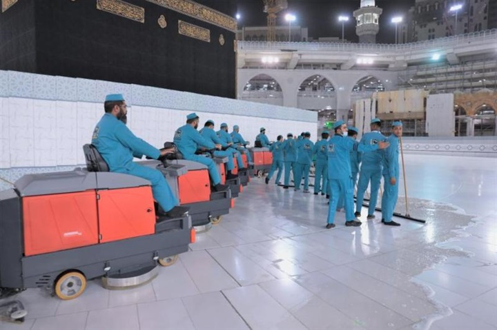 السعودية: تكثيف الجهود لتطهير المسجد الحرام بعد أداء الحجاج طواف الإفاضة