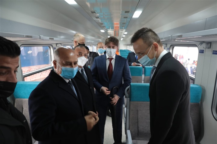 سكك حديد مصر تستقبل العربات المجرية الجديدة