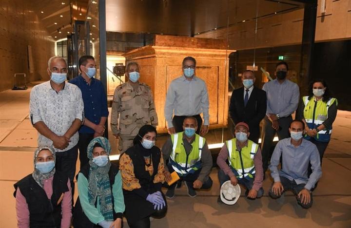 جولة تفقدية لوضع اللمسات النهائية للعرض المتحفي بالمتحف المصري الكبير