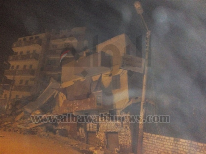 """بالصور.. انهيار منزل من طابقين بمركز أبنوب.. وتدخل """"مجلس المدينة"""" أنقذ السكان"""