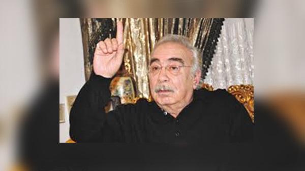 المؤلف الراحل محمود