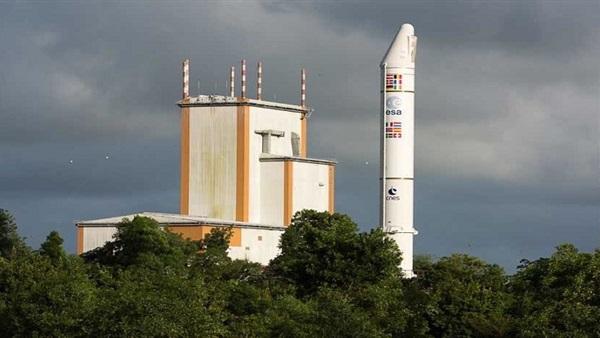 """الإمارات تعلن نجاح إطلاق القمر الصناعي """"الياه 3"""" لخدمات الإنترنت الفضائي"""