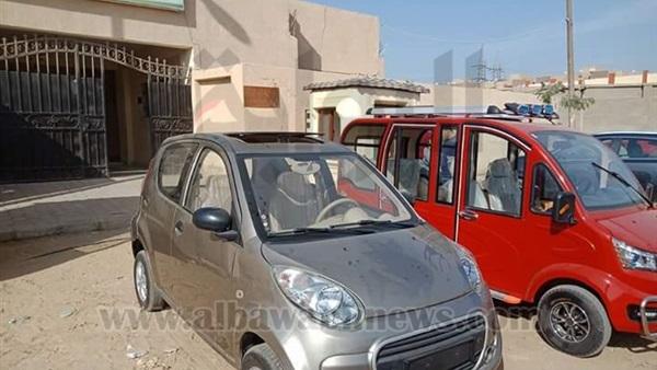 البوابة نيوز بالصور سيارة شمسية تطيح بـالتوك توك في حدائق الأهرام