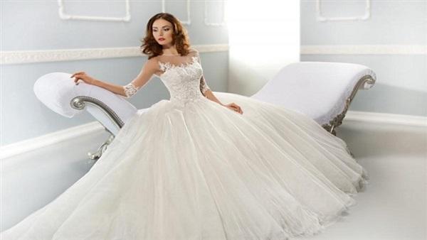 ba6766018c8ac البوابة نيوز  محل لبيع فساتين الزفاف يوفر للفتيات فرصة الرقص قبل الشراء