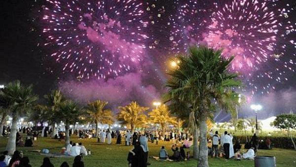 البوابة نيوز العيد والخير للكل أبرز تقاليد عيد الفطر بالخليج الحدائق العامة في السعودية وحفلات العرضة والدشداشة طقوس أساسية بالكويت و فوالة العيد تستقبل المهنئين بالإمارات