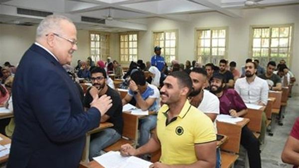 البوابة نيوز: بالصور.. رئيس جامعة القاهرة يتفقد لجان امتحانات التفكير النقدي