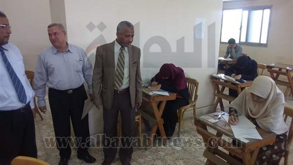 : بالصور.. نائب جامعة الأزهر يتفقد امتحانات الفترة المسائية بأسيوط