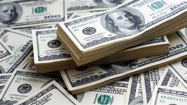 البوابة نيوز: خبير اقتصادي: تراجع الدولار لن يخفض الأسعار