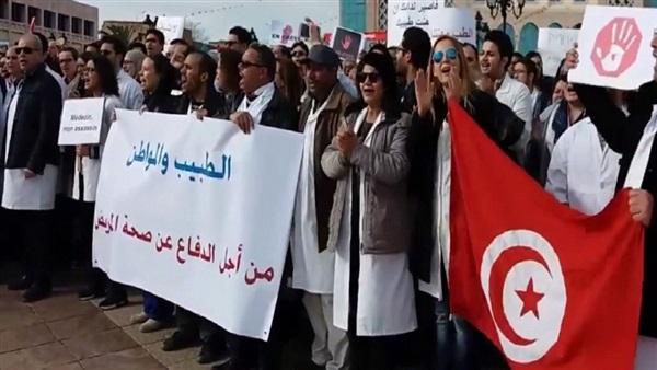 : إضراب مئات الأطباء يربك القطاع الصحي في تونس