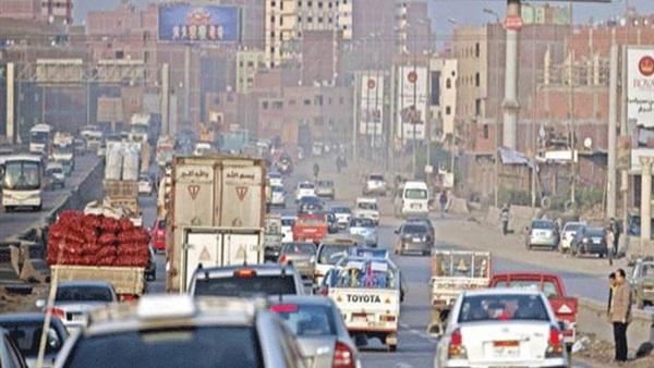 البوابة نيوز: توقف حركة المرور بدائري السلام - السويس إثر تصادم سيارتين