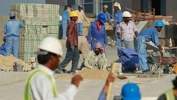 البوابة نيوز: مطالب بتحقيق دولي حول الوضع السيئ للعمال في قطر